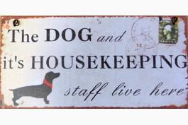Plåttavla, dog and it's houskeeping