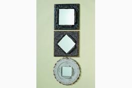 Spegel med vitmålad plåtram