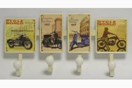 Plåthängare med motorcyklar